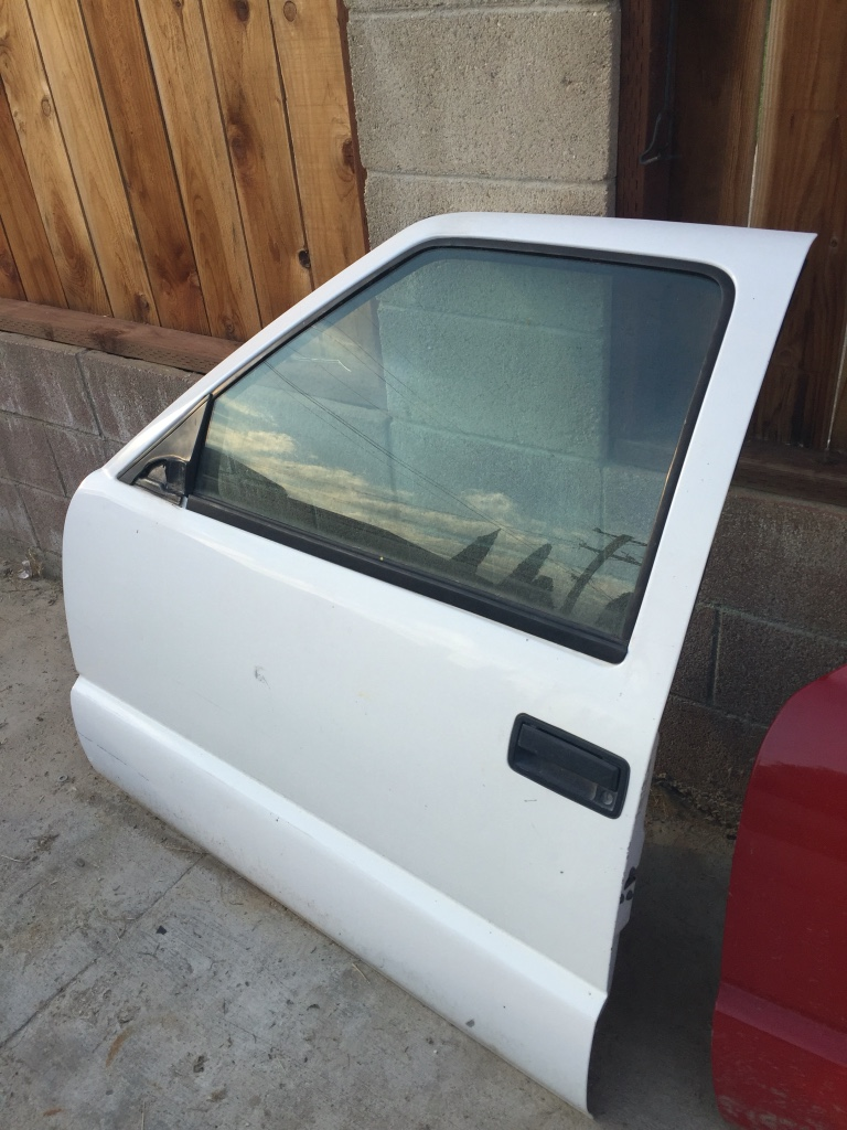 Letgo 98 s10 sonoma blazer driver door in mettler ca for Door 9 sonoma