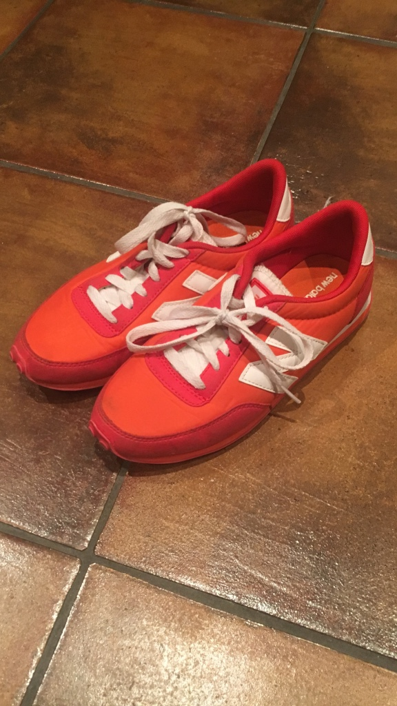 Red and orange new balance running shoes str.37