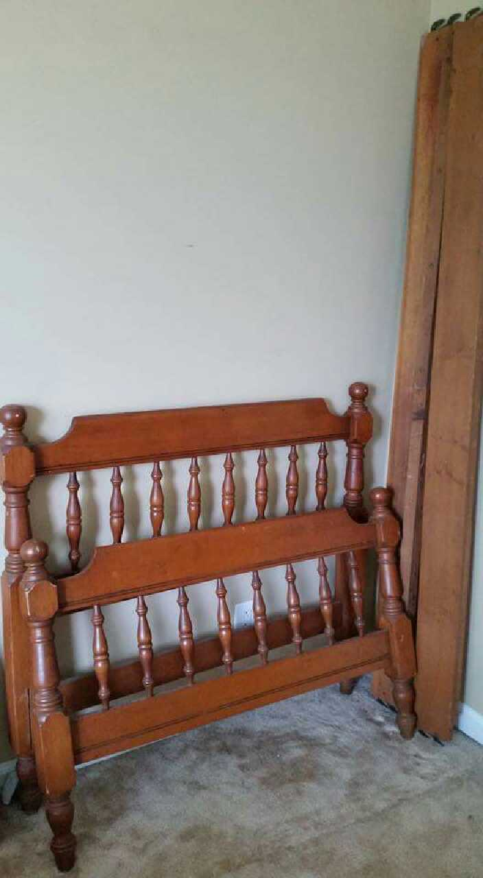 Letgo twin wood headboard footboard in clarksville tn for Twin footboard