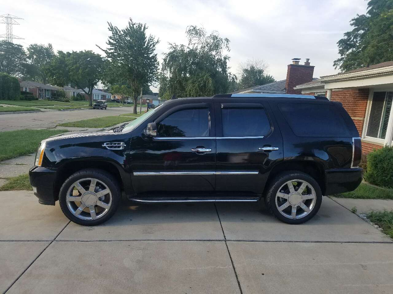letgo 2007 cadillac escalade in warren mi. Black Bedroom Furniture Sets. Home Design Ideas