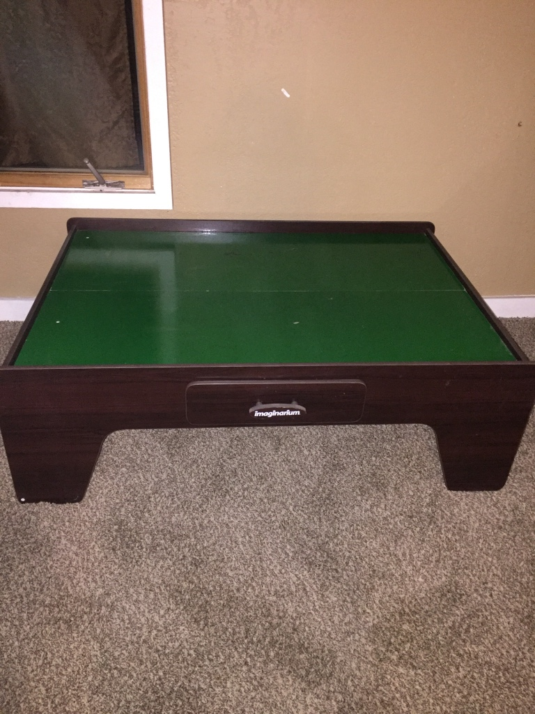 Letgo green and brown gaming wooden in north ottawa il for Table 85 ottawa