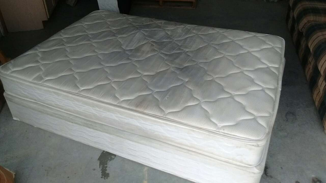 letgo full size mattress and box spring in Beach VA