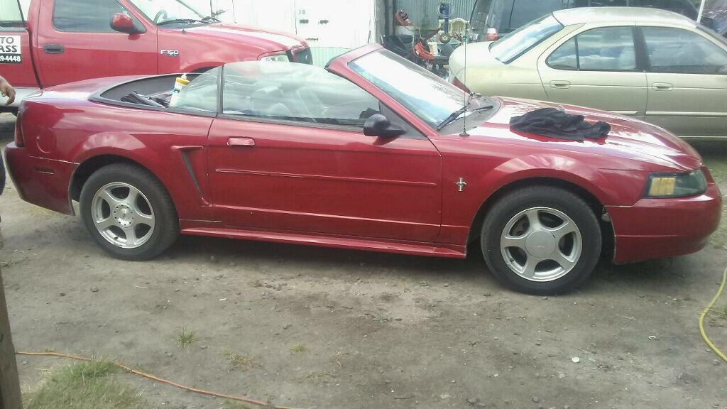 Letgo 2001 ford mustang in south houston tx for 2001 ford mustang convertible top motor