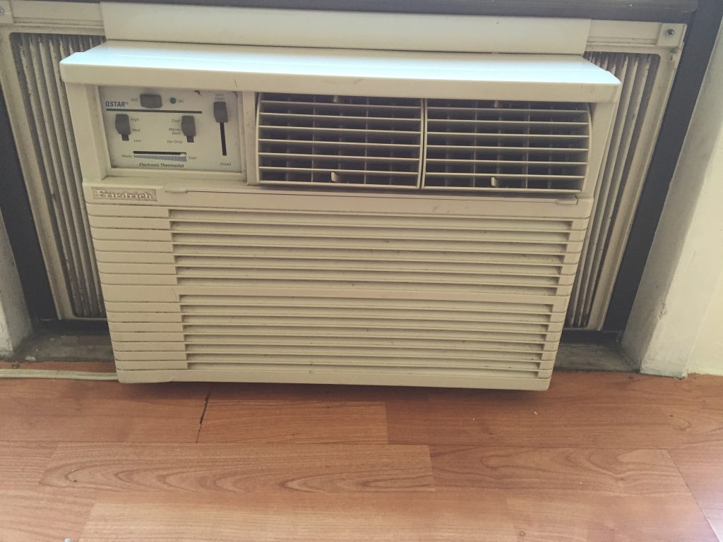 Letgo white window type air conditioner in new york ny for 17 wide window air conditioner