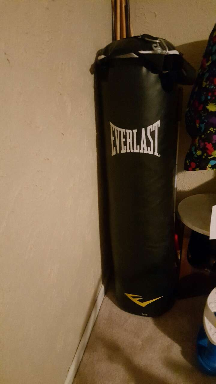 letgo black leather everlast punching bag in montbello co