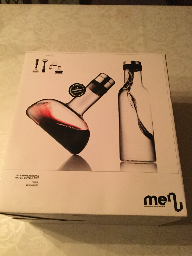 Menu wine breather & water bottle set