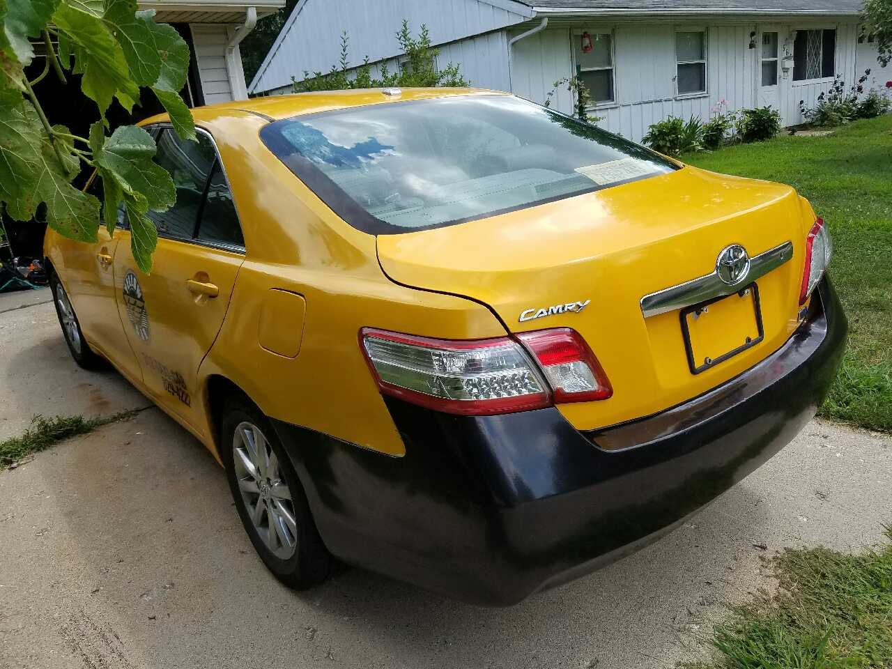 letgo 2010 toyota camry hybrid in fox valley il. Black Bedroom Furniture Sets. Home Design Ideas
