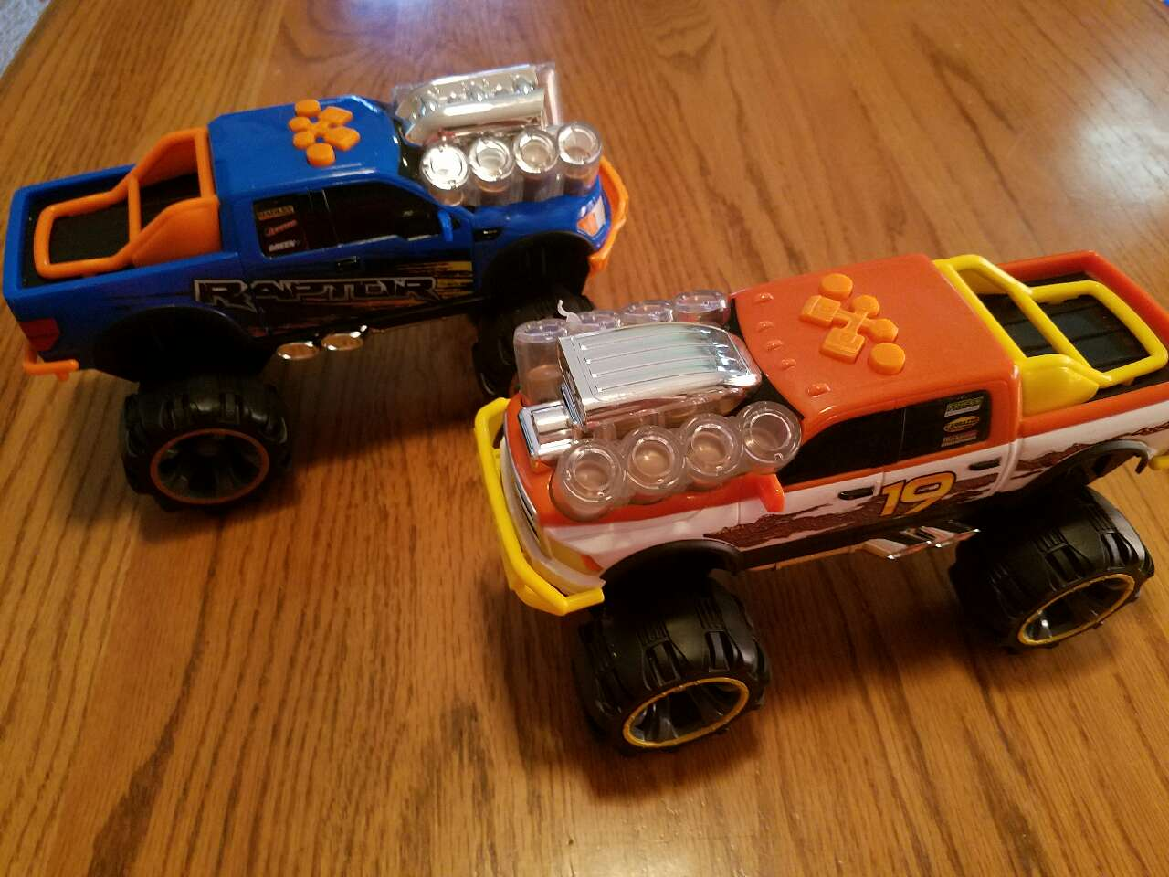 Toys For Troy : Letgo large toy trucks in troy il
