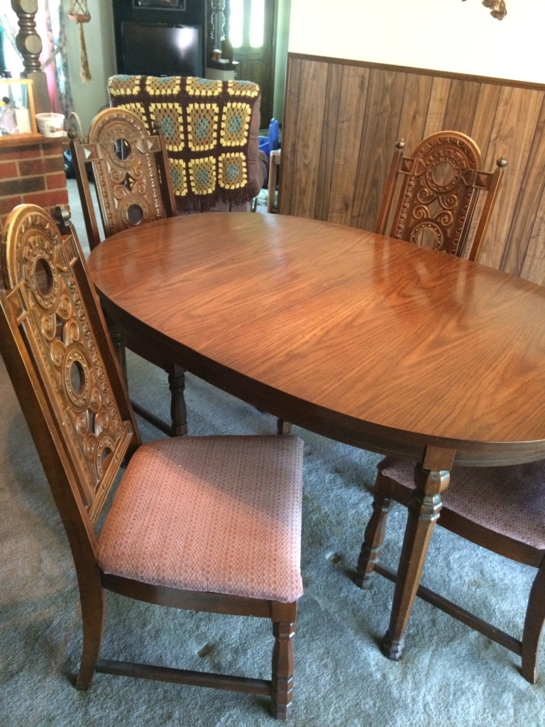 Englewood (OH) United States  city photos : Description Dining room table with 6 chairs And 2 extensions leaves ...