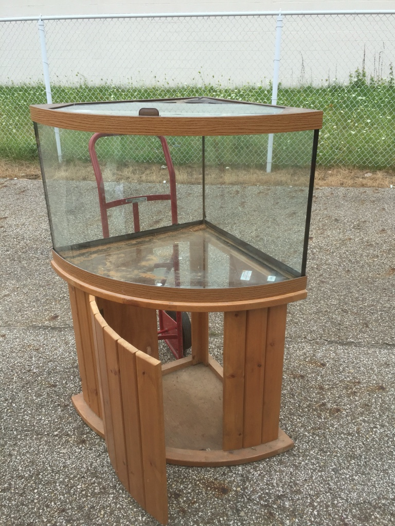 Letgo 55 gallon corner aqu in vermilion on the lake oh for Corner fish tank for sale