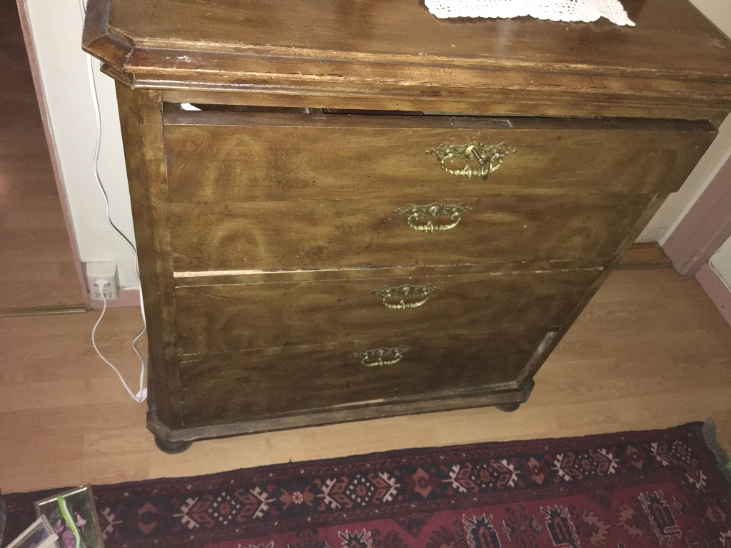 Brun tre fire skuff highboy dresser