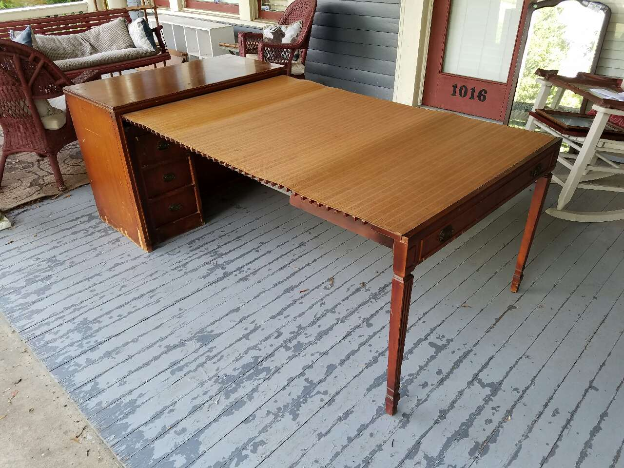 Saginaw Furniture Shops Expanding Table Looking For A