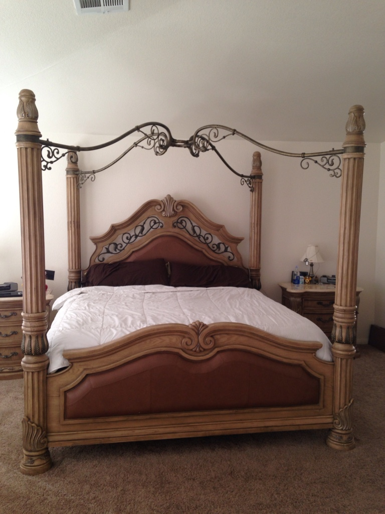 Letgo paris bedroom set in las vegas nv for Bedroom furniture 89117